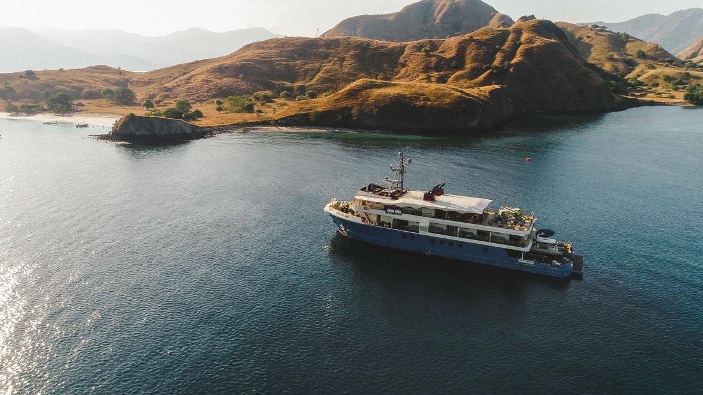 Kudanil Explorer Luxury Yacht Flores Komodo Beach